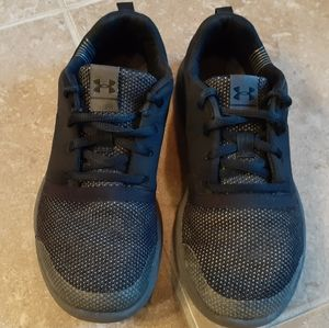 UA Charged 24/7 Low Boys GS Sneakers All Black